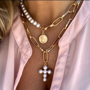 Trendy pearls/gold choker necklace
